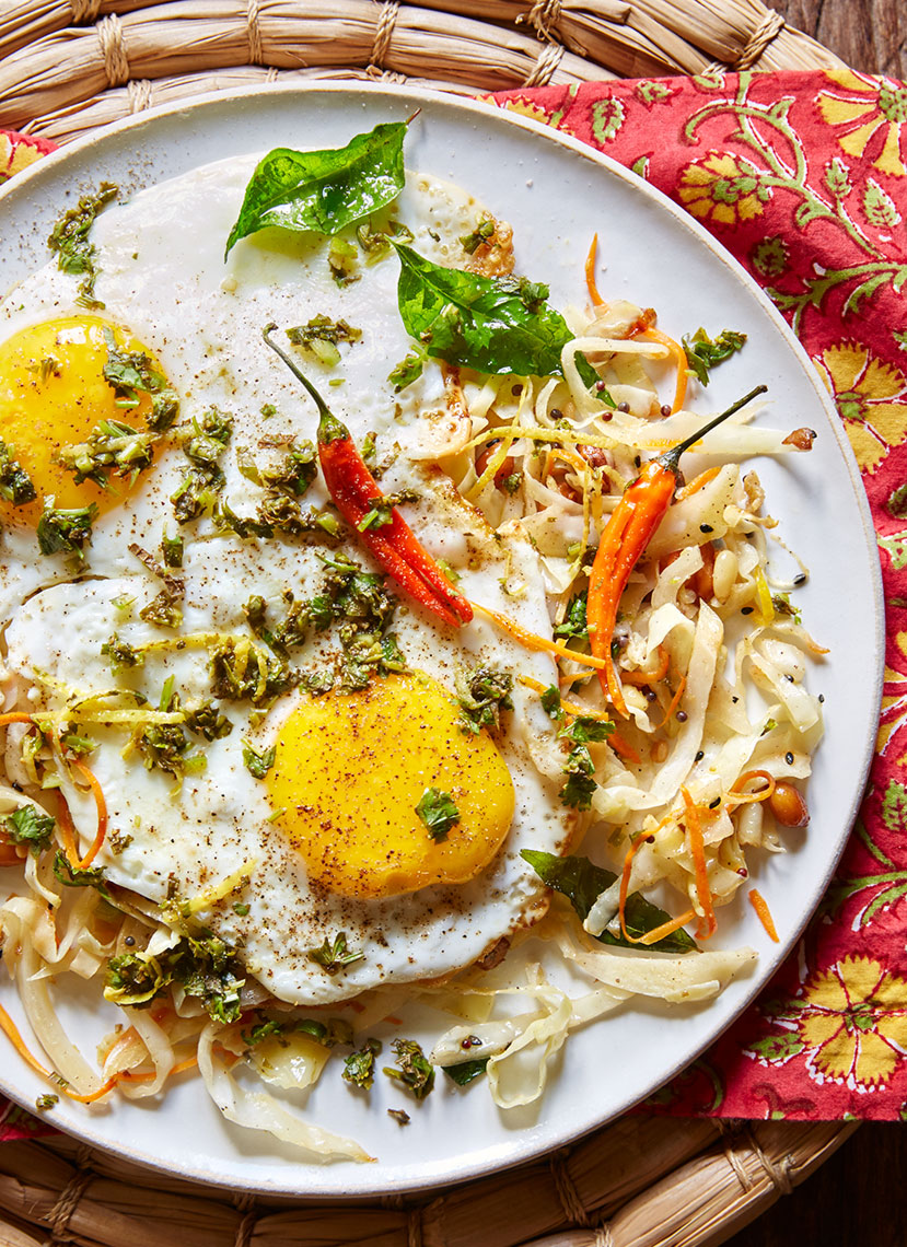 Fried_Eggs_on_Cabbage