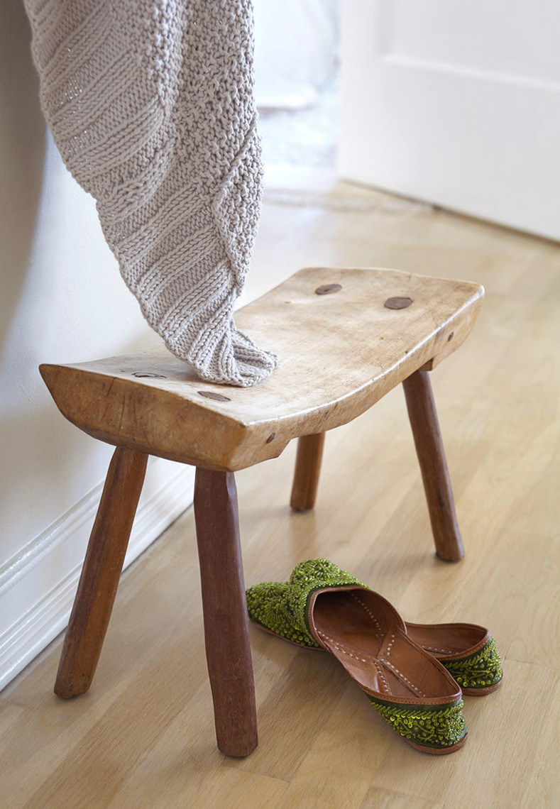 Stool_w_Shoes